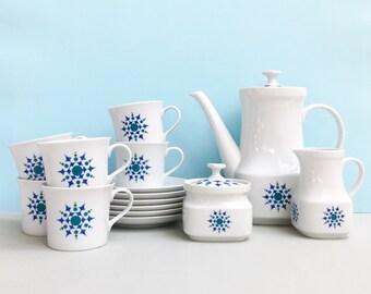 Retro and fabulous complete tea set, made in Czechoslvakia (15 pieces)
