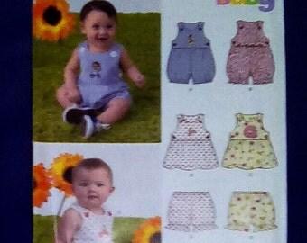 Uncut Pattern - New Look 6970 - Babies romper, jumper and bloomers = size NB,s,m,l