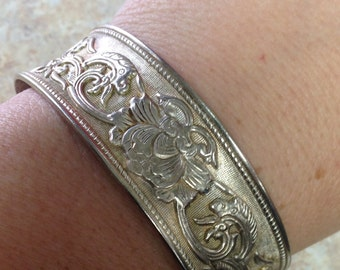 Floral Cuff Bangle Engraved Silver plated 925 Vintage Medium Bracelet Chic Fashion Attire