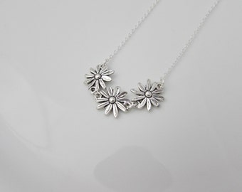 Daisy Chain Necklace, Silver Daisy Necklace, Bridesmaid Gifts, British Seller UK, Gifts for Girls, Bridesmaid Necklace, Flower Necklace