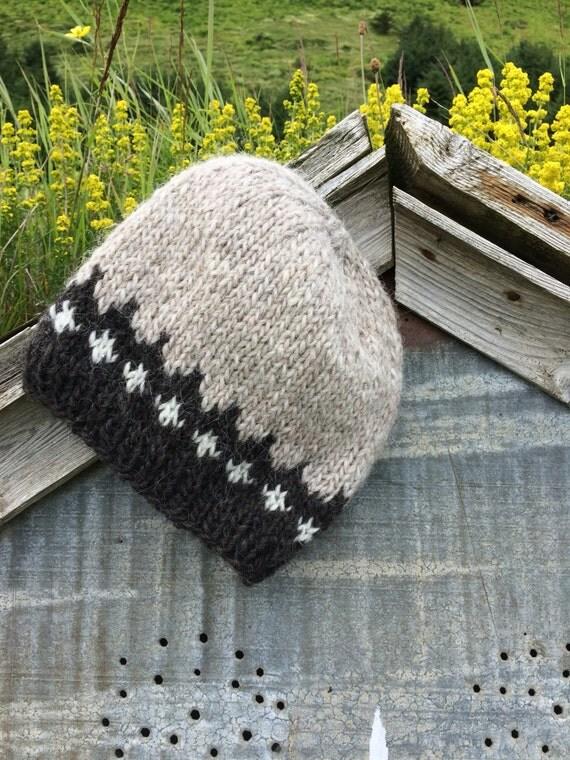 Bonnet en laine islandaise, gris clair, noir, blanc. Tricot chaud, douillet, fabriqué sur commande