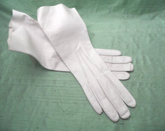ARIS of Paris soft white leather gloves , unused /  11 inch , Made in France , Size 7 / white wedding