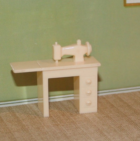 Marx Plastic Dollhouse Furniture Hard Plastic Sewing Machine
