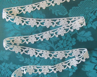 Lace trim with flowers