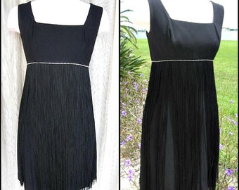 60s Fringed Dress / Fringed LBD / fits XS-S / 60s Shimmy Dress / 60s Flapper Dress / Vintage Fringed Flapper Dress