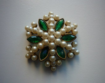 Vintage Cadoro Large Starburst Faux Pearl Faceted Emerald Green Crystal Gold Tone Pendant Brooch Pin
