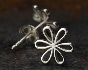 Silver Openwork Daisy Post Earring