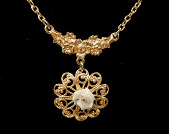 Pretty Vintage Gold Tone Filigree Ceramic Rose Pendant Necklace
