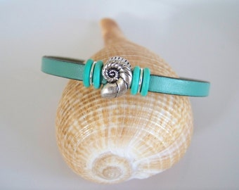 Turquoise Leather Nautilus Seashell Focal Bracelet - Item R3004