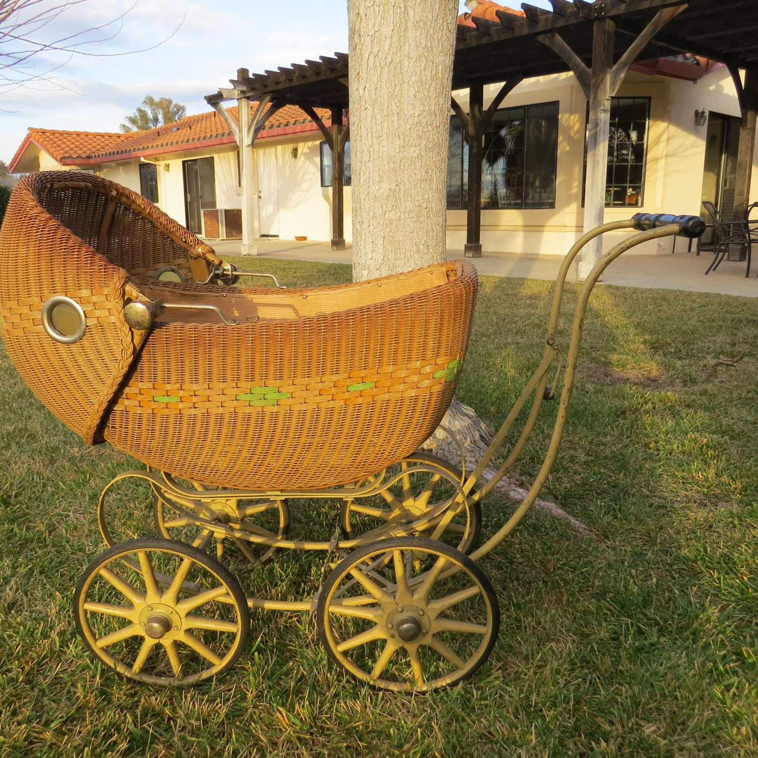 Antique Wicker Baby Doll Carriage Buggy Stroller Pram With