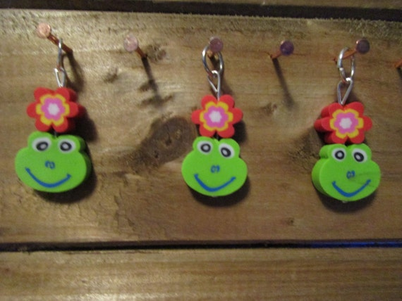 Flowers and Frogs Stitch Markers For Knitting (Two Colors)