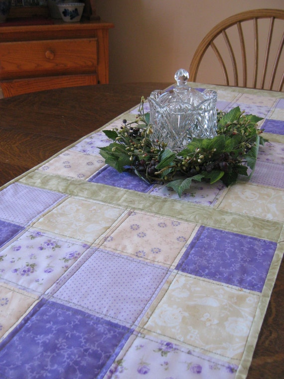 Quilted table runner, table runner, Spring quilted table runner, Spring table runner, quilted floral table runner, floral table runner