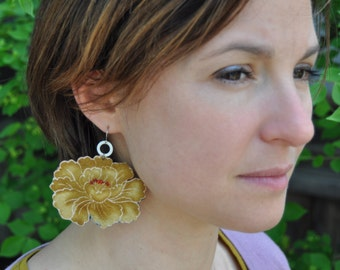 Earrings with japanese peonie design- vintage style color