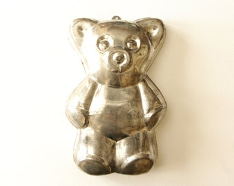 Vintage heavy tin teddy bear cake pan / vintage kitchen wall hanging decor / shabby chic cake mold