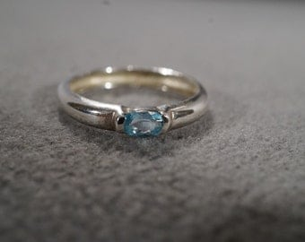 Vintage Sterling Silver Jewelry Oval Blue Topaz Smooth Design, Dainty Band Ring, Size 6    KW214