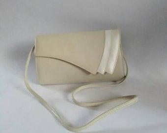 Elmdale 1970's vintage bag vintage shoulder bag 70's vintage clutch beige and white bag stud button fastening fully lined shoulder bag
