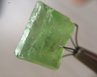 "Terminated Afghan Peridot Point 3.4g 1/2"" p1209"