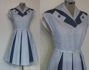 "Adorable late 1950s two tone dotty cotton day dress waist 28"" w/belt"