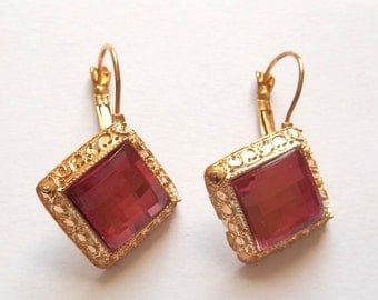 Earrings vintage style antique silvers with Fuchsia-colored crystals