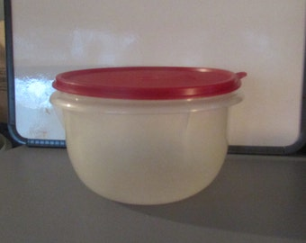 Vintage Tupperware Medium Mixing Bowl  BOX 012