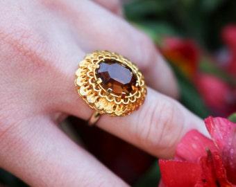 Size UK N (US 6.5 / 6 1/2)   Amber Glass Ring   60s Ring   Adjustable Ring   Gold Tone Ring   Statement Ring   Costume Ring   Vintage Ring