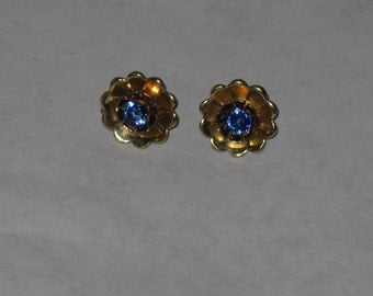 Vintage sterling silver screw back earrings gold washed sapphire blue stone
