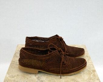 Oxford mocha color raffia shoes.