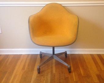 Vintage Eames Herman Miller Chair