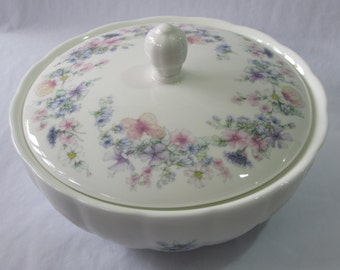 Vintage Wedgwood round Trinket dish with lid - Angela pattern
