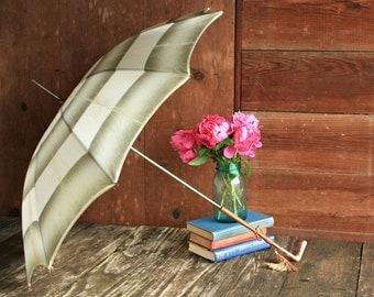Vintage Rain Umbrella, Vintage Umbrella, Green Umbrella, White Umbrella, Wedding Parasol Umbrella, Victorian Umbrella, Photo Booth Prop