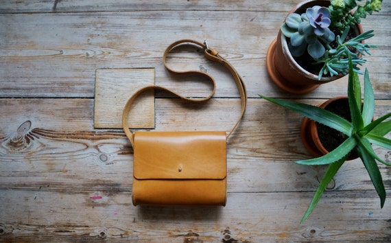 Xanthi / Small Crossbody Bag
