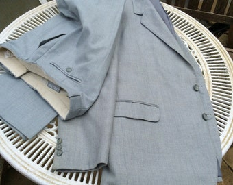 Vintage light grey suit. 46 R in chest 36 in waist , 117 cm  chest 91cm waist, leg 31.in 79. Polyester. Classics Fine Menswear. Portugal.