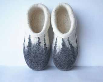 Felted women slippers, felted wool slippers, felt wool slippers, house shoes, felt women's slippers, white grey shoes. Handmade to order