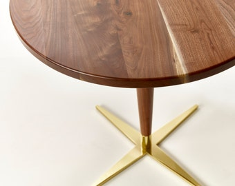 Great Side Show Bistro Table   Modern Round Pedestal Cafe Table