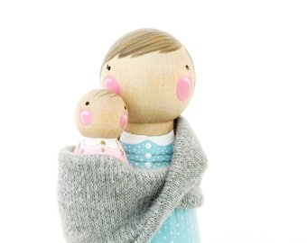 """CUSTOM 3 1/2"""" Mommy and baby pegs with sling // Mother and child pegs"""