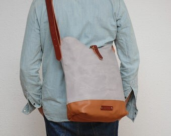 Messenger  bag waxed canvas,light grey color, closures in leather