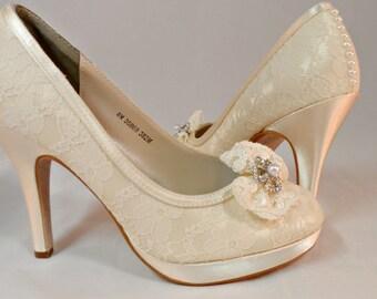 Lace Paltform Closed Toe Pump Lace Pump Ivory Lace Pump Bow Front Platform Brides Lace Heels Ivory Lace Wedding Shoes Lace Bow Pearl Heels