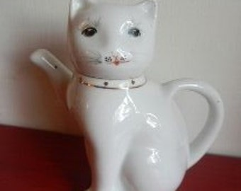 Miniature Cat Teapot!