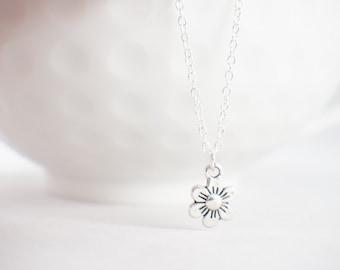 Tiny Daisy Necklace - Daisy Jewelry - Flower Necklace - Flower Jewelry - Dainty daisy necklace - Dainty Daisy jewelry
