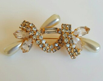 FINAL CLEARANCE Vintage 1960s Pearl and Rhinestone Gold Brooch