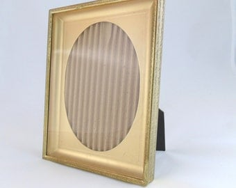 Vintage 5x7 Embossed Ornate Gold Metal Picture Frame With Oval Mat Insert