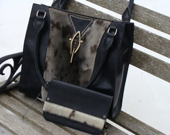 Top bag of range in black leather and sewn marine Wolf hand, made to the Canada