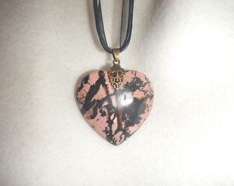 Heart-shaped Black and Pink Rhodonite pendant (JO534)