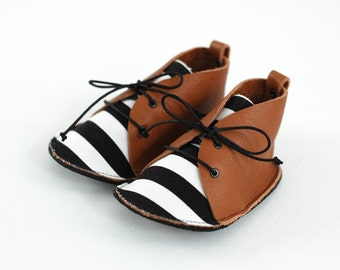 Baby shoes, brown leather and cotton
