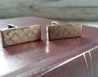 Vintage 1970's Gentleman's Gold Tone Cuff Links.