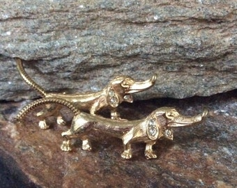 Dachshund Brooch Vintage Dachshund Scatter Pin Weiner Dog Brooch Gold Tone Rhinestones Chain Tail Small Dog Brooch