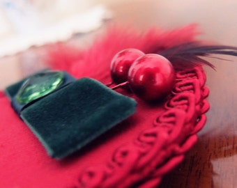 Fascinator in red and green
