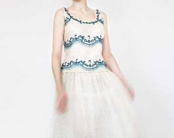 vintage sleeveless top with beads and sequins / 50s 60s top / pearl ivory sequin top / pearl and blue top / 60s wedding dress top / knit top