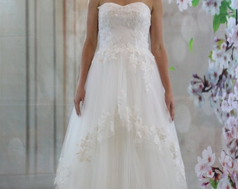 Sweet high -low lace applique ball gown wedding dress