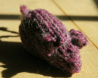 Organic Catnip Mouse, 3 to 4 inches long, hand-knit of 100% wool